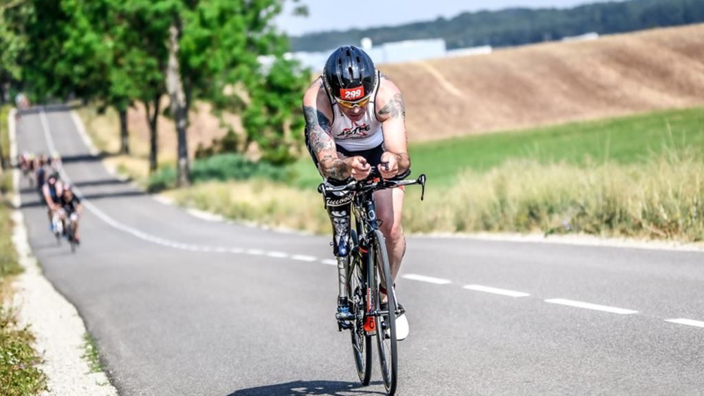 paratriathlon est une variante du triathlon pour les athlètes ayant un handicap physique